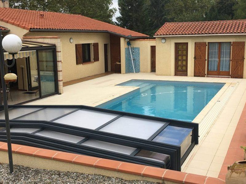 Indispensables pour la sécurité de vos enfants et animaux, les abris bas de piscines sont très discrets et simples d'utilisation.