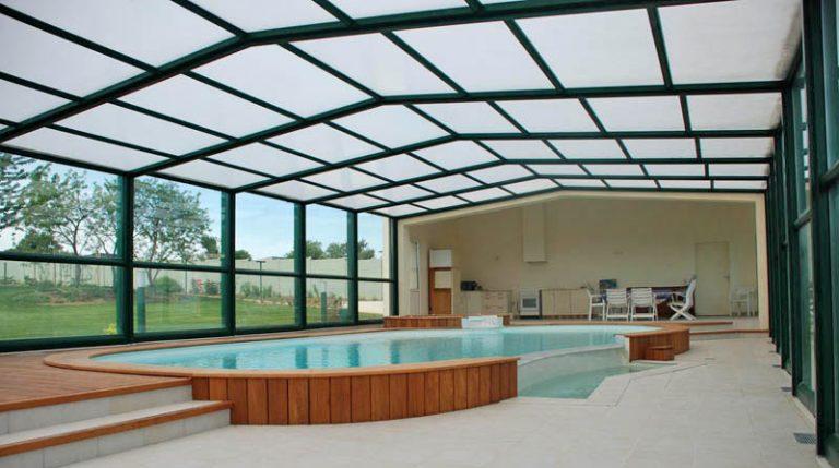 abri de piscine en verre, toiture polycarbonate par Design Concept LS
