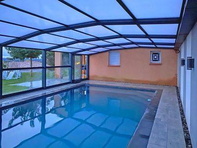 Installation d'un abri pour piscine sur mesure