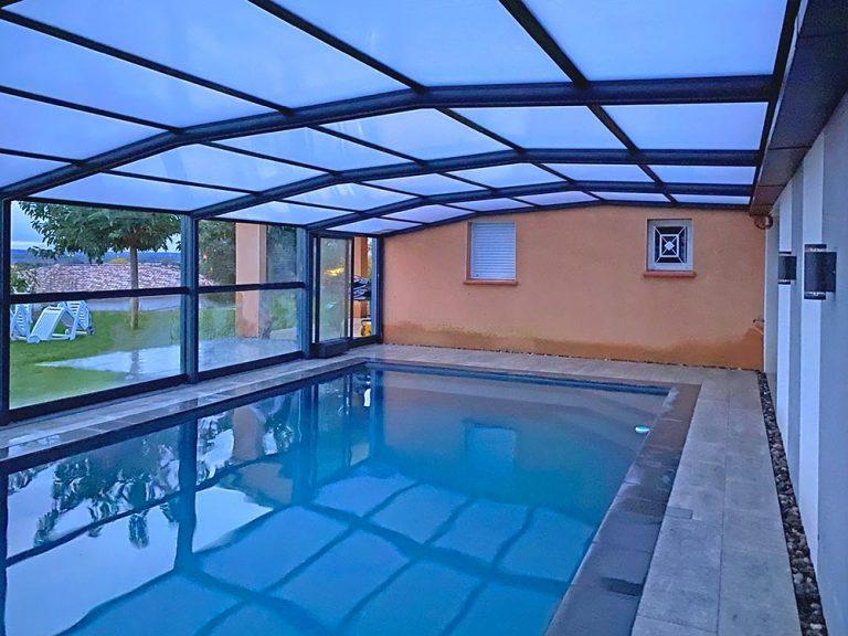 Abri de piscine sur mesure en verre par Design Concept LS