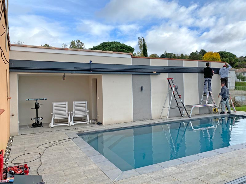 Pose d'un rail pour coulisser un abri haut de piscine sur mesure