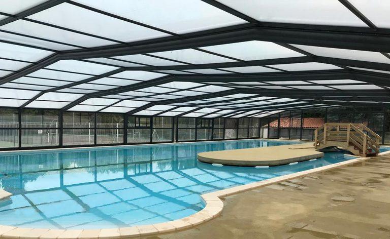 abri de piscine pour camping dans les Landes