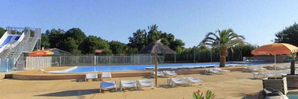 piscine avant la pose de l'abri dans ce camping des Landes en Nouvelle Aquitaine