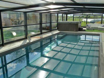 abri haut de piscine en verre par DCLS